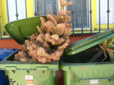 dead-christmas-trees-from-jek-a-go-go-on-flickr-578x433